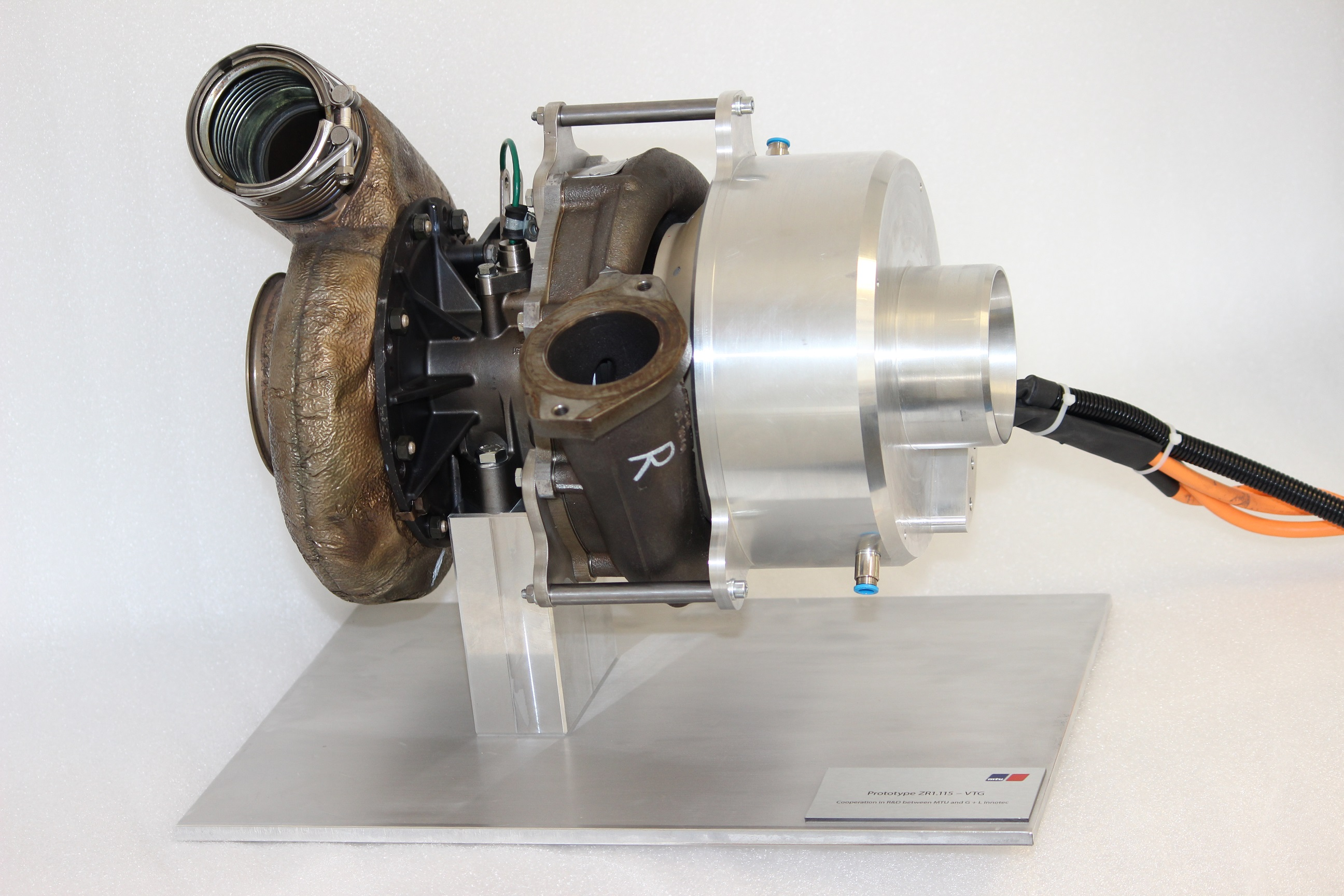 Presented prototype MTU turbocharger with Cross-Charger® technology